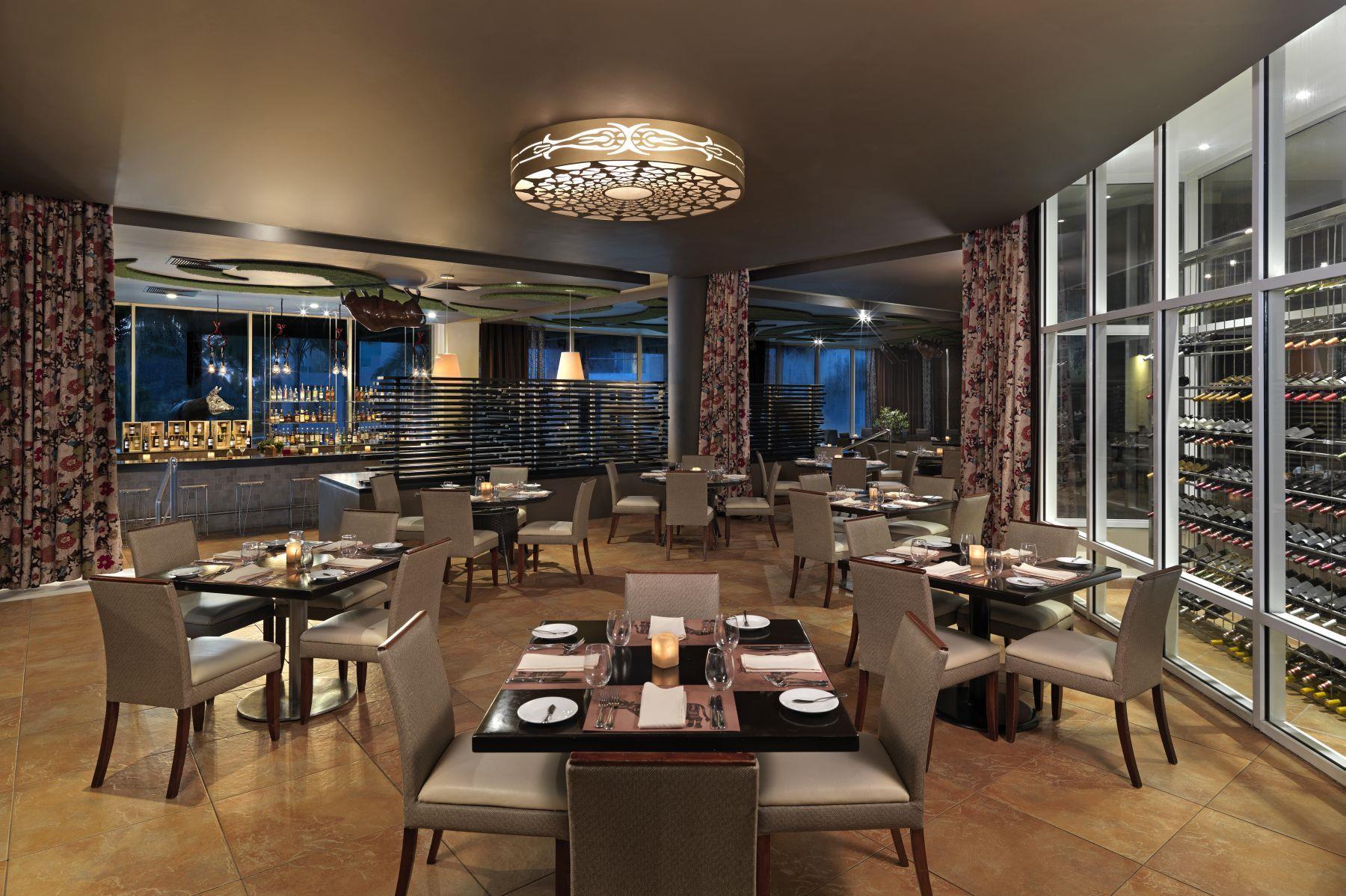 искушенным путешественникам двери многочисленных кафе баров казино круглосуточно